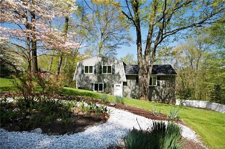 Single Family Home Sold in Brookfield CT 06804.  house near waterfront with 2 car garage.