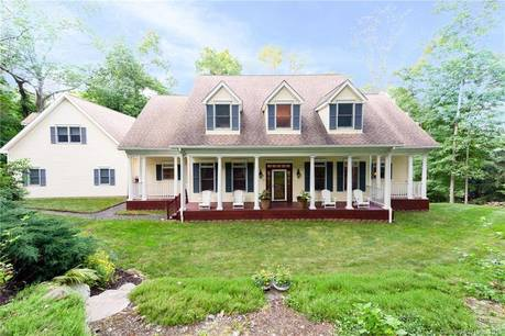 Single Family Home Sold in Easton CT 06612. Colonial cape cod house near waterfront with swimming pool and 3 car garage.