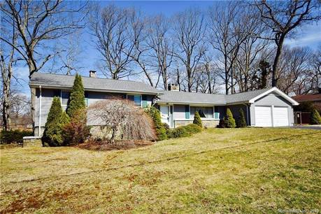 Single Family Home Sold in Stratford CT 06614.  house near waterfront with 2 car garage.