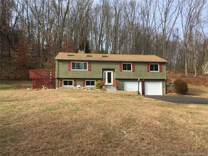 Single Family Home Sold in Newtown CT 06482. Contemporary, ranch house near waterfront with 1 car garage.