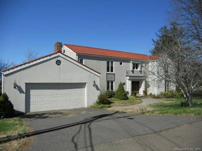 Foreclosure: Single Family Home Sold in Bridgeport CT 06605. Colonial house near waterfront with 2 car garage.