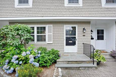 Condo Home Sold in New Canaan CT 06840.  townhouse near waterfront.