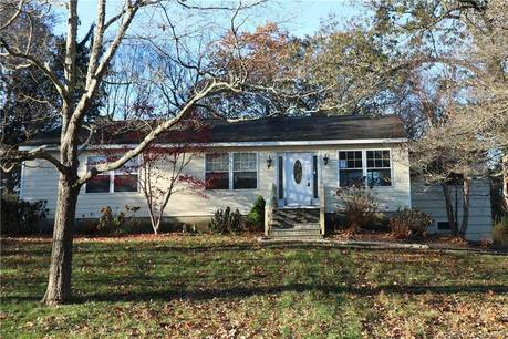 Foreclosure: Single Family Home Sold in Fairfield CT 06825. Ranch house near waterfront with 1 car garage.