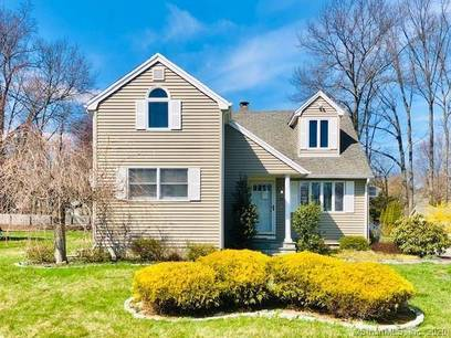 Foreclosure: Single Family Home For Sale in Trumbull CT 06611. Ranch cape cod house near waterfront.