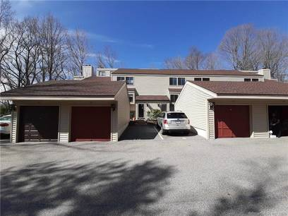 Condo Home For Sale in Brookfield CT 06804.  townhouse near waterfront with swimming pool and 1 car garage.