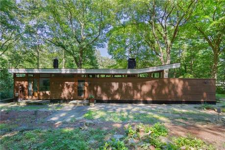Single Family Home Sold in Weston CT 06883. Contemporary house near waterfront.