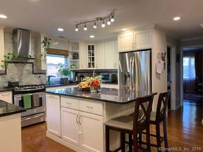 Single Family Home For Rent in Norwalk CT 06851. Ranch house near beach side waterfront with 1 car garage.
