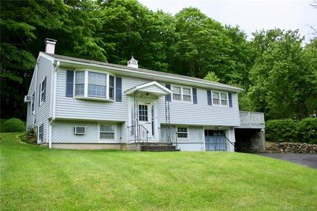 Short Sale: Single Family Home Sold in Danbury CT 06811. Ranch house near waterfront with 1 car garage.