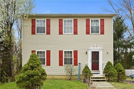 Single Family Home Sold in Danbury CT 06811. Colonial saltbox house near lake side waterfront.