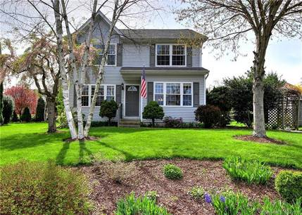 Single Family Home Sold in Bridgeport CT 06610. Colonial house near lake side waterfront.