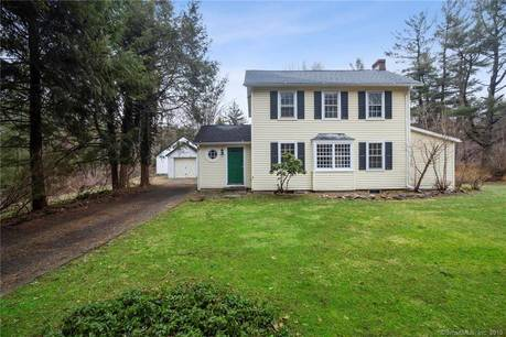 Single Family Home Sold in Newtown CT 06470. Old colonial, antique house near waterfront with 1 car garage.