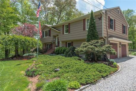 Single Family Home Sold in Newtown CT 06470. Ranch house near waterfront with swimming pool and 2 car garage.