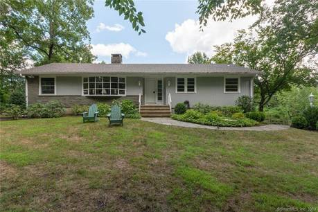 Single Family Home Sold in Norwalk CT 06850. Ranch house near beach side waterfront with swimming pool and 2 car garage.