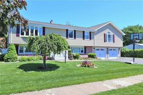 Single Family Home Sold in Stratford CT 06614. Ranch house near waterfront with swimming pool and 2 car garage.