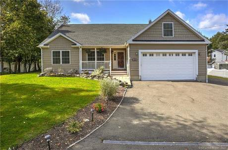 Single Family Home Sold in Fairfield CT 06824. Ranch house near beach side waterfront with swimming pool and 2 car garage.