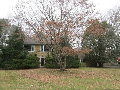 Single Family Home Sold in Norwalk CT 06850. Contemporary, ranch house near waterfront with 2 car garage.