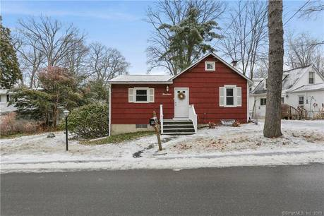 Single Family Home Sold in New Fairfield CT 06812. Ranch house near waterfront.