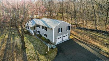 Single Family Home For Sale in Norwalk CT 06851. Ranch house near waterfront with 2 car garage.