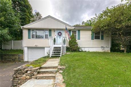 Single Family Home Sold in Shelton CT 06484. Ranch house near waterfront with 1 car garage.