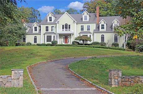 Short Sale: Single Family Home Sold in Easton CT 06612. Colonial house near waterfront with swimming pool and 3 car garage.