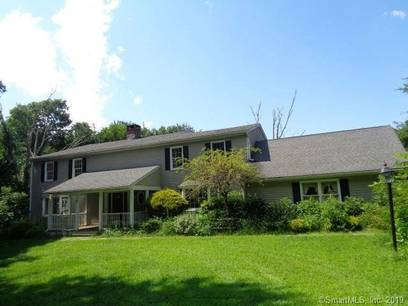 Foreclosure: Single Family Home Sold in Easton CT 06612. Colonial house near waterfront with swimming pool and 2 car garage.