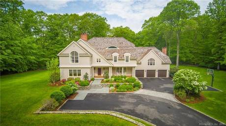 Single Family Home Sold in Weston CT 06883. Colonial house near waterfront with 3 car garage.