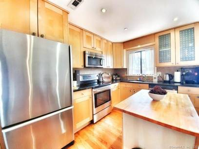 Condo Home For Sale in Norwalk CT 06850.  townhouse near beach side waterfront.