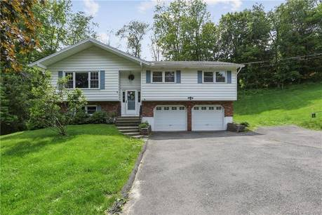 Single Family Home Sold in New Fairfield CT 06812. Ranch house near waterfront with 2 car garage.