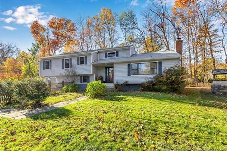 Single Family Home Sold in Newtown CT 06482. Colonial house near waterfront with 1 car garage.