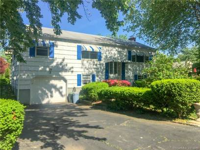 Single Family Home Sold in Norwalk CT 06854. Ranch house near beach side waterfront with 1 car garage.