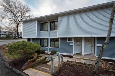 Foreclosure: Condo Home Sold in Ridgefield CT 06877.  townhouse near waterfront with swimming pool.