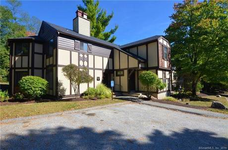 Condo Home Sold in Brookfield CT 06804. Ranch house near waterfront with swimming pool.