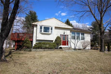 Single Family Home Sold in Norwalk CT 06851. Ranch house near waterfront with 2 car garage.
