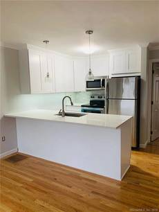 Condo Home For Rent in Norwalk CT 06854. Ranch house near waterfront with 2 car garage.