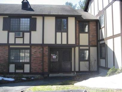 Condo Home For Rent in Brookfield CT 06804. Ranch house near waterfront with swimming pool.
