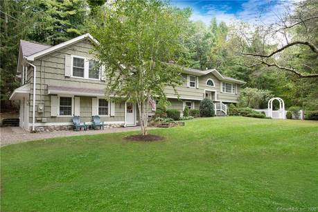 Single Family Home Sold in Ridgefield CT 06877. Ranch house near waterfront with 3 car garage.