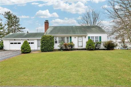 Single Family Home For Sale in Fairfield CT 06825. Ranch house near waterfront with 2 car garage.