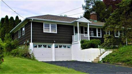 Single Family Home Sold in New Fairfield CT 06812. Ranch house near waterfront with swimming pool and 2 car garage.