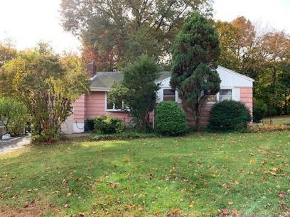 Foreclosure: Single Family Home Sold in Trumbull CT 06611. Ranch house near waterfront with 1 car garage.