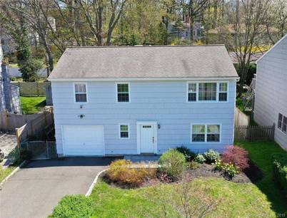 Single Family Home Sold in Norwalk CT 06853. Ranch house near waterfront with 1 car garage.