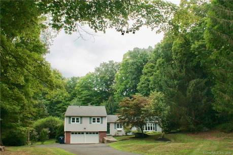 Single Family Home Sold in Brookfield CT 06804.  house near waterfront with swimming pool and 2 car garage.