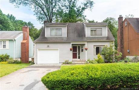 Single Family Home Sold in Stamford CT 06906. Contemporary, colonial house near waterfront with 1 car garage.