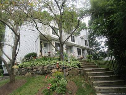 Foreclosure: Condo Home Sold in Danbury CT 06811. Ranch house near waterfront with swimming pool.