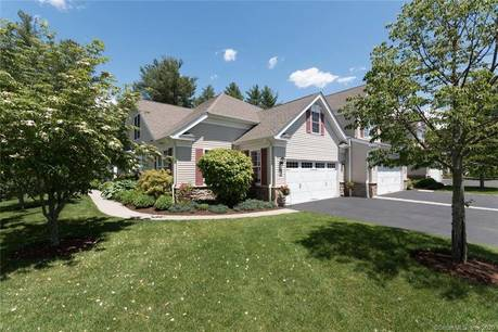 Condo Home For Sale in Newtown CT 06482. Ranch house near waterfront with 2 car garage.
