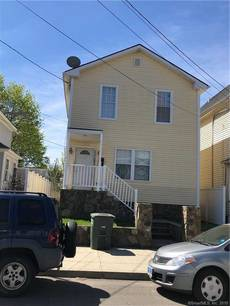 Single Family Home Sold in Bridgeport CT 06608. Colonial house near waterfront.