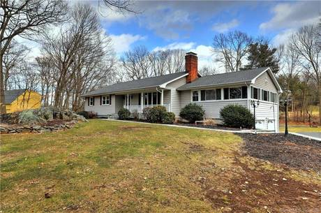 Single Family Home Sold in Stratford CT 06614. Ranch house near beach side waterfront with swimming pool and 2 car garage.