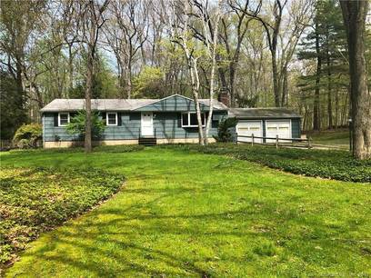 Single Family Home Sold in Fairfield CT 06824. Ranch house near beach side waterfront with 2 car garage.