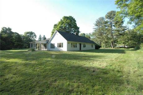 Foreclosure: Single Family Home Sold in Weston CT 06883. Ranch house near lake side waterfront with 1 car garage.