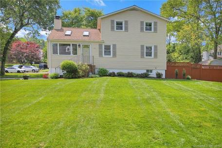 Single Family Home Sold in Norwalk CT 06854. Colonial house near beach side waterfront with 1 car garage.