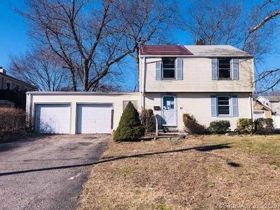Foreclosure: Single Family Home For Sale in Stratford CT 06614. Colonial house near waterfront with 2 car garage.